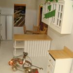 try various ways to set up the kitchen cupboard